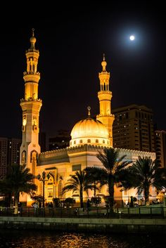 Sharjah, UAE.  sharjah travel UAE mosque