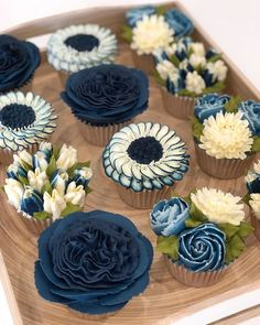 I Make Botanically Realistic Buttercream Frosting Flowers, And You Can Too Gourmet Cupcakes, Cupcake Recipes, Cupcake Cakes, Cupcake Art, Cupcakes Design, Cake Designs, Cake Decorating Designs, Mocha Cupcakes, Vanilla Cupcakes