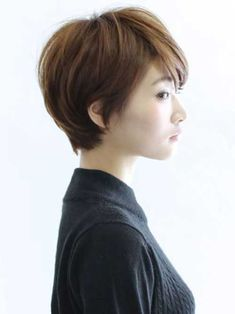 The pixie cut is the new trendy haircut! Put on the front of the stage thanks to Pixie Geldof (hence the name of this cup!), Many are now women who wear this short haircut. Asian Pixie Cut, Asian Short Hair, Short Hair Cuts, Asian Bob, Pixie Cuts, Bob Cuts, Asian Haircut Short, Pixie Hairstyles, Short Hairstyles For Women