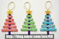 Looking for some inexpensive DIY ornaments for your Christmas tree? Take a peek at my favorite list of easy DIY Christmas tree ornaments and be inspired! Christmas Crafts For Kids To Make, Craft Stick Crafts, Kids Christmas, Holiday Crafts, Craft Ideas, Homemade Christmas, Popsicle Crafts, Craft Sticks, Diy Ideas