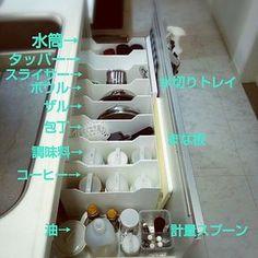 シンク下の引き出しに仕切りとして活用 Home Organization Hacks, Kitchen Organization, Kitchen Storage, Storage Spaces, Organized Kitchen, House Chores, H & M Home, Japanese Interior, Housekeeping