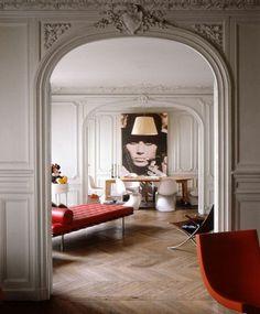 On vous propose beaucoup de variantes avec une moulure décorative. Ce mode de décoration combine très bien les dernières tendances avec l'esprit baroque ...