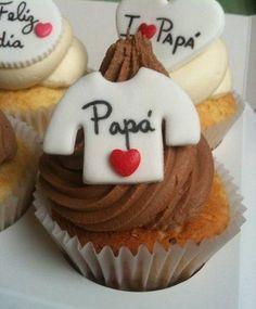 Cupcakes de chocolate para el postre en ese día especial.
