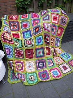 Crochet blanket green. Gehaakte sprei groen.