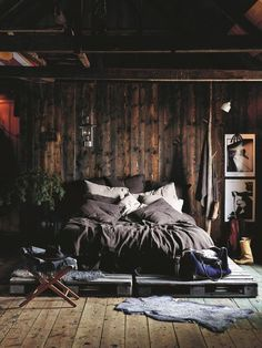 Things That You Need To Know When It Comes To Industrial Decorating You can use home interior design in your home. Even with the smallest amount of experience, you can beautify your home. Home Decor Bedroom, Interior Design Living Room, Industrial Bedroom Design, Bedroom Ideas, Rustic Bedroom Design, Wooden Bedroom, Bedroom Furniture, Master Bedroom Design, Dream Rooms