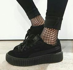 Lovely Shoe For This Fall Outfit. 23 Amazing Street Style Shoes and Outfits Every Girl Should Keep – Lovely Shoe For This Fall Outfit. Dr Shoes, Pumas Shoes, Sock Shoes, Cute Shoes, Me Too Shoes, Shoe Boots, Baby Shoes, Shoes Sandals, Doc Martens Chelsea Boot
