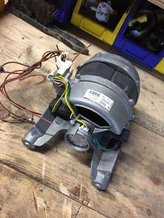 Can I reuse this washing machine motor for a belt grinder? Woodworking Workbench, Woodworking Shop, Robotics Books, Washing Machine Motor, Belt Grinder, Electrical Projects, Voltage Regulator, Diy Electronics, Alternative Energy