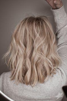 Neutral Blonde Hair, Beach Blonde Hair, Champagne Blonde Hair, Blonde Hair Looks, Balayage Blond, Beach Waves, Pretty Hairstyles, Hair Lengths, Hair Goals