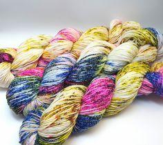 Handgesponnen & -gefärbt - Sockenwolle mit Baumwolle 100gr. - ein Designerstück von Strickoholic bei DaWanda