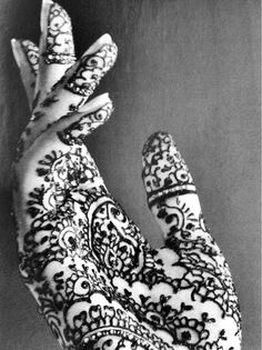 Oh, I would love to have my hands henna painted like this!  Elegance