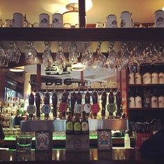Bogotá, Colombia – Beyond Brilliant Beer Home brewed beers, friendly service, polished wood furnishings and Muse on the stereo is the order of the day in this little beer drinking,..and you're not in England, but in Colombia! It is a must in Bogotà! #traveltip #rosegoessouth #tiplrtip #travel #tip #beer #Bogotà