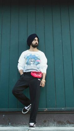 diljit dosanjh. Girly Drawings, Famous Singers, Photo Wall Collage, Celebs, Celebrities, Trendy Outfits, Desi, Your Hair, Normcore