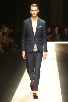 MMU S/S 2015 - Canali See al fashion show at: http://www.bookmoda.com/?p=17504 #summer #SS #catwalk #fashionshow #menswear #man #fashion #style #look #collection #milan #fashionweek #canali