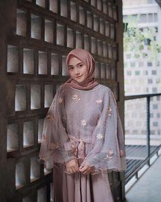 Hijab Gown, Hijab Dress Party, Hijab Style Dress, Modest Fashion Hijab, Modern Hijab Fashion, Muslim Women Fashion, Casual Hijab Outfit, Indian Fashion Dresses, Dress Muslim Modern
