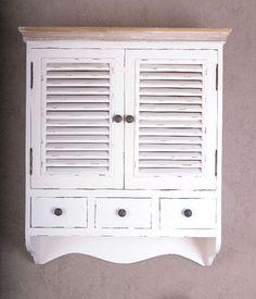 Duża, wisząca szafka w stylu prowansalskim. Powierzchnia malowana, celowo postarzana przez patynowanie i przecieranie...