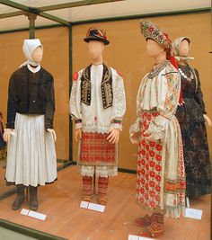 Costumes traditionnels (musée d'ethnographie/Budapest)    Costumes traditionnels du musée national d'ethnographie Folk Costume, Costumes, Budapest, Folk Clothing, Folk Music, My Heritage, Musée National, Traditional Outfits, Hungary