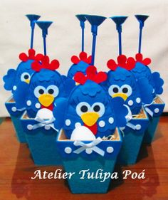 Galinha Pintadinha Centro de Mesa | Atelier Tulipa Poá | 2DD854 - Elo7 Party Chicken, Chicken Painting, Farm Party, Ideas Para Fiestas, Fiesta Party, Party Time, Diy And Crafts, Centerpieces, Projects To Try