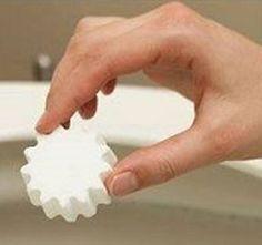 Olcsó, de kíméletlenül leszámol a baktériumokkal: ezzel tisztítsd a WC-csészét! - www.kiskegyed.hu 3d Origami, Doterra, Good To Know, Cleaning Hacks, Household, Diy Crafts, Home Decor, Akira, Organize