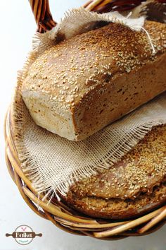 Chleb orkiszowy na drożdżach Pina Colada, Banana Bread, Food And Drink, Baking, Desserts, Recipes, Pastel, Fitness, Breads