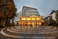 Vă propunem cea mai bună ofertă de Revelion în Sinaia la Hotel Internațional 4*. Cazare 3 nopți în cameră dublă cu mic dejun.  PRET: 1.082,00 Lei