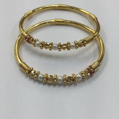 No photo description available. Gold Chain Design, Gold Bangles Design, Jewelry Design, Gold Rings Jewelry, Antique Jewelry, Baby Jewelry, Ruby Necklace Designs, Gold Jhumka Earrings, Gold Necklace