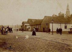 Amsterdam: De omgeving van het Damrak was toen in 1880 nog onherkenbaar