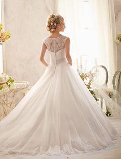 Demetrios, Mori Lee és Mori Lee Julietta esküvői ruha kollekciók, azon menyasszonyok számára, akik a legújabb trendek első képviselői akarnak lenni.