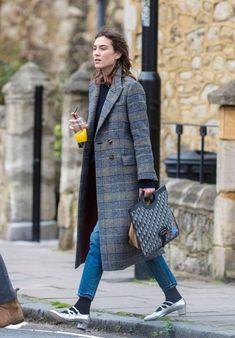 Alexa Chung Street Fashion - North London Alexa Chung Style, Outfits, Clothes and Latest Photos. Tokyo Fashion, Street Fashion, Alexa Chung Street Style, Looks Jeans, Mein Style, Casual Summer Outfits, Cannes Film Festival, Mode Outfits, Style Icons