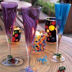 Des verres peints et ornés de perles