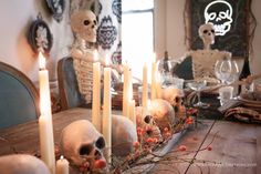 candles and skull halloween centerpiece www. Chic Halloween, Halloween Scene, Diy Halloween Costumes For Kids, Halloween Dinner, Halloween Skull, Halloween 2018, Halloween House, Halloween Decorations, Halloween Centerpieces