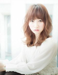 AFLOAT JAPAN|ヘアスタイル: ウェーブスタイル!ミディアムヘア|ヘアスタイル・髪型のカタログ|かみまどヘアサロン