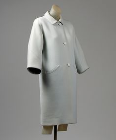 Coat House of Balenciaga  (French, founded 1937) Designer: Cristobal Balenciaga (Spanish, Guetaria, San Sebastian 1895–1972 Javea) Date: 1964