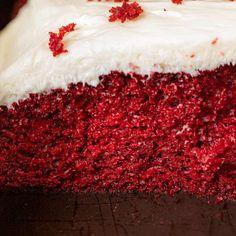 Sheet Cake Recipes, Box Cake Recipes, Marble Cake Recipes, Baking Recipes, Red Velvet Sheet Cake Recipe, Easy Red Velvet Cake, Vanilla Sheet Cakes, Vanilla Cake, Mini Chocolate Chips
