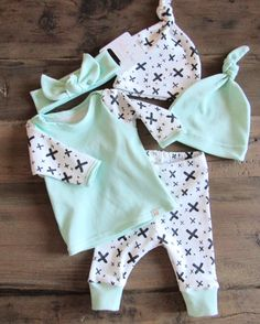 Newborn Coming Home Outfit // Welcome Home Outfit // Newborn Outfit… Newborn Coming Home Outfit, Take Home Outfit, Newborn Outfits, Baby Boy Outfits, Gender Neutral Baby Clothes, Cute Baby Clothes, Baby Kind, Baby Love, Baby Baby