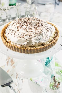 Enjoy this easy to make Banoffee Pie, perfect to finish off any meal! Kid Desserts, Great Desserts, Best Dessert Recipes, Delicious Desserts, Yummy Food, Pastry Recipes, Tart Recipes, Baking Recipes, Yummy Recipes