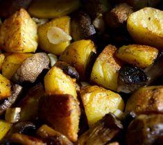 Niște cartofi la cuptor cu ciuperci și usturoi foarte simpatici, chit că-s de post, și-s așa de buni încât, de obicei, îi pregătesc chiar și dacă-i zi de dulce, mai ales dacă am chef de o salată or... Romanian Food, Quesadilla, Sweet Potato, Meal Planning, Deserts, Potatoes, Meals, Vegetables, Kitchen