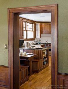 Craftsman Kitchen #07 (Crown-Point.com, Kitchen-Design-Ideas.org)
