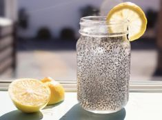 CHIA FRESCA Adapted from this recipe. Yield: 2 cups Ingredients: 2 cups water or coconut water tbsp chia seeds tbsp fresh lemon or lime juice, or to taste Sweetener, to taste tbsp maple syrup) Chia Seed Recipes For Weight Loss, Natural Energy Drinks, La Constipation, Lose 40 Pounds, Fat Burning Foods, How To Squeeze Lemons, Good Fats, Calories, Natural Medicine
