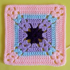 Patty wants to motif Motifs Granny Square, Granny Square Crochet Pattern, Crochet Blocks, Afghan Crochet Patterns, Crochet Squares, Crochet Motif, Crochet Designs, Crochet Stitches, Crochet Crafts