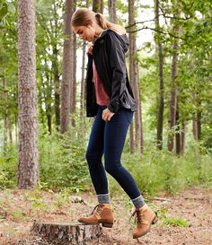 Hiking Outfit Discover The North Face Venture 2 Waterproof Rain Jacket Duck Boots Outfit, Hiking Boots Outfit, Cute Hiking Outfit, Trekking Outfit, Summer Hiking Outfit, Cute Camping Outfits, Timberland Boots Outfit, Camping Outfits For Women Summer, Outfit Jeans