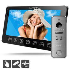"""Domovní videotelefon se 7"""" LCD displejem a vstupní / dveřní stanicí s kamerou VERIA 228. Toto zabezpečovací zařízení umožní komunikovat s návštěvníkem před branou nebo dveřmi, podporuje připojení externích CCTV kamer. Ovládání videotelefonu je snadné díky menu kompletně v českém jazyce."""