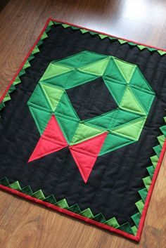 Christmas Tree Quilt, Christmas Patchwork, Christmas Quilt Patterns, Christmas Wall Hangings, Barn Quilt Patterns, Christmas Wreaths To Make, Christmas Sewing, Noel Christmas, Christmas Fabric