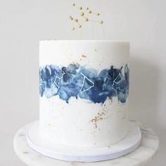 17 Wedding Cakes That You Thought Only Existed In Your Dreams This constellation-themed cake that's truly out of this world. 17 Wedding Cakes That You Thought Only Existed In Your Dreams Pretty Cakes, Cute Cakes, Beautiful Cakes, Amazing Cakes, Beautiful Birthday Cakes, Creative Cake Decorating, Creative Cakes, Creative Birthday Cakes, Soul Cake