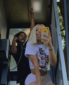 Summer Aesthetic, Aesthetic Girl, Aesthetic Clothes, Artist Aesthetic, Aesthetic Outfit, Couple Goals Relationships, Relationship Goals Pictures, Shooting Photo Amis, Spring Outfit Women