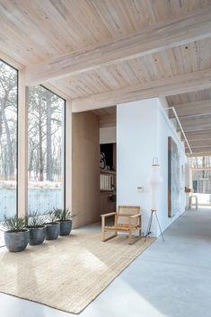 Home Interior Design, Interior Architecture, Modern Wooden House, Modern Beach Houses, Tropical Home Decor, Beach House Decor, New Homes, Modern Family, Times Beach