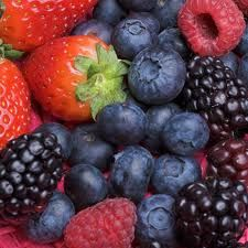 Rinsing Berries in Vinegar Solution to keep them fresh and mold-free!