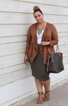 Cool 35 Stunning Plus Size Outfits Ideas from https://www.fashionetter.com/2017/05/29/35-stunning-plus-size-outfits-ideas/