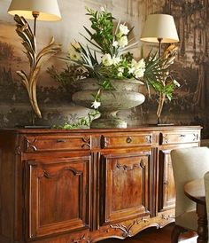 Lovely autumn vignette: Ann Holden Interior Design - New Orleans French Decor, French Country Decorating, Country French, Beautiful Interiors, Beautiful Homes, Buffet Design, British Colonial Style, Buffet Lamps, Interior Decorating