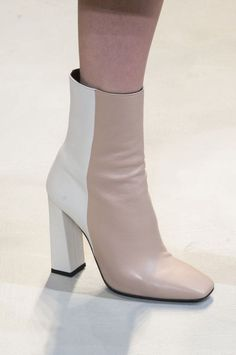Tendance Chaussures 2017  Krizia Fall 2017 Fashion Show Details Milan Fashion Week MFW Runway TheImpre
