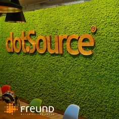 Our maintenance-free #green walls are ideal to be combined with your corporate design elements such as logos, signs or letters. The company dotSource from Jena milled their logo out of wood an installed it in front of the fresh apple green coloured Evergreen moss. Great combination, what do you think? . . (📷: dotSource )